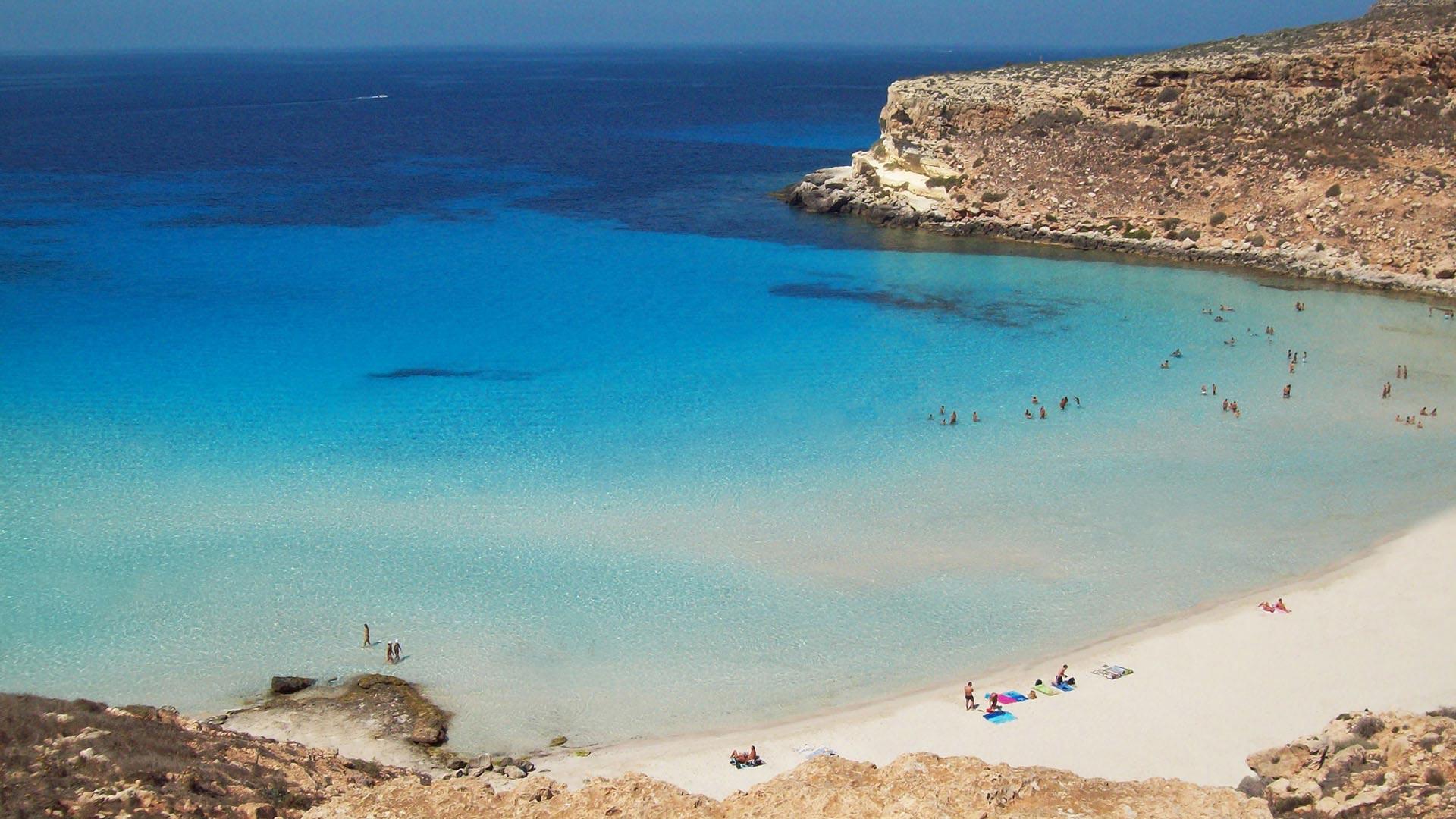 Cala palme vacanza mare spiagge relax a lampedusa for Soggiorno lampedusa